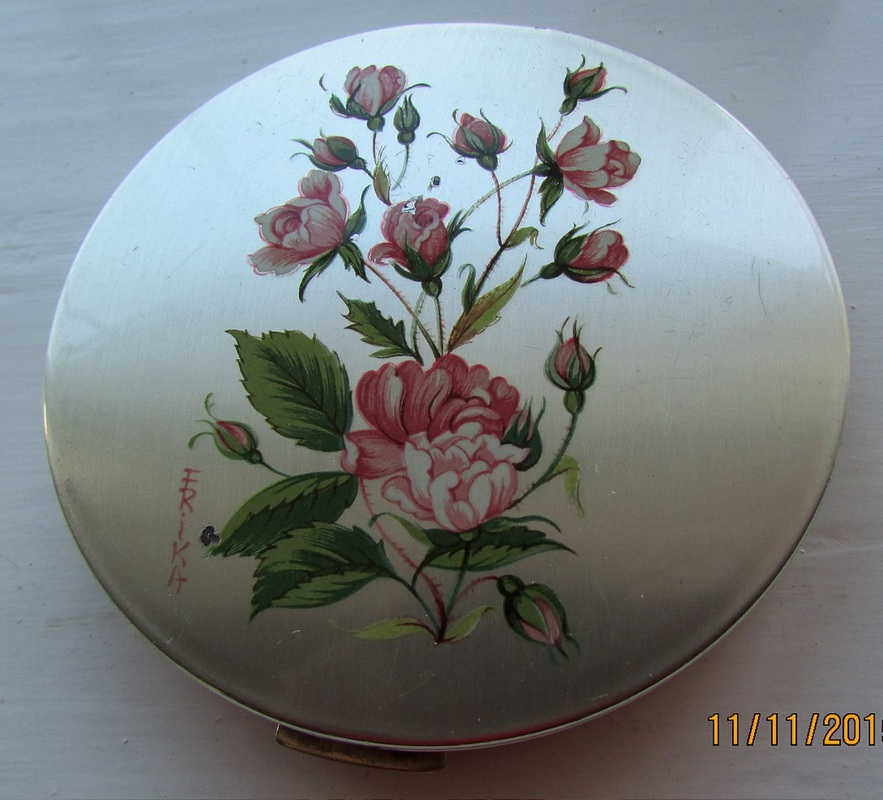 Stratton compact - silvertone with a pattern of pink roses