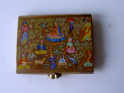 "Vintage powder compacts for sale, Stratton Regency, Vogue Vanities, Stratton Pontoon, Mascot BOAC  'Travelling Bag', Stratton ""Clam Shell"", Zenette Rectangular Chromium Plated, Stratton Convertible ""Queen"", Very Pretty Yardley Goldtone, Kigu Convertible, Compact Clinic, Geoff Craven, Powder Compact Repairs, restoration, Vintage Powder Compacts, Repair, Restoration, Mirror, Hinge, Catch, Re-Lacquering, Re-Silvering, Stratton, Kigu, Collectors, Vanity, dealers, Geoff Craven, Margaret Craven, Workshop, The Compact Clinic, art deco, Antique Fairs, broken mirrors, damaged hinges"